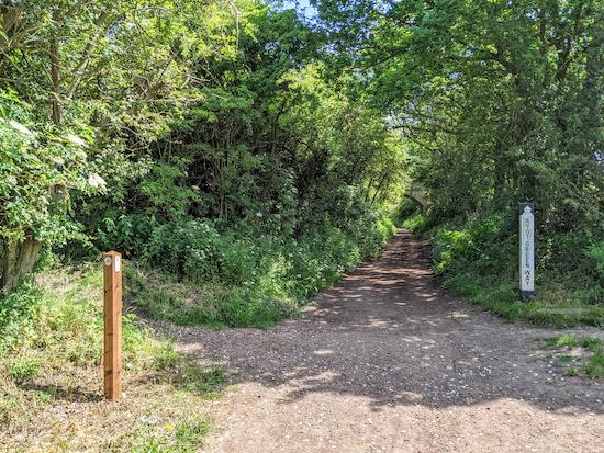 Turn left before the bridge on Wheathampstead footpath 89