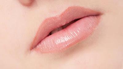 Cara Memerahkan Bibir Pucat Secara Alami