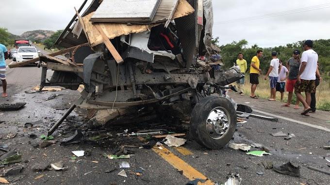 Integrantes da equipe do cantor Léo Santana morrem em acidente na Bahia