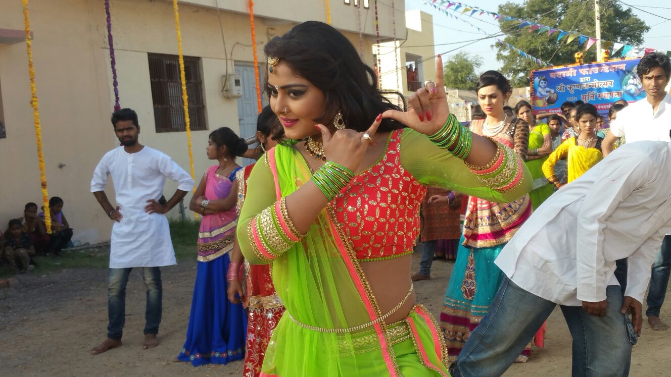 Anjana Singh ON Set of Dil Hai Ki Manta Nahi  Bhojpuri Film Shooting photo