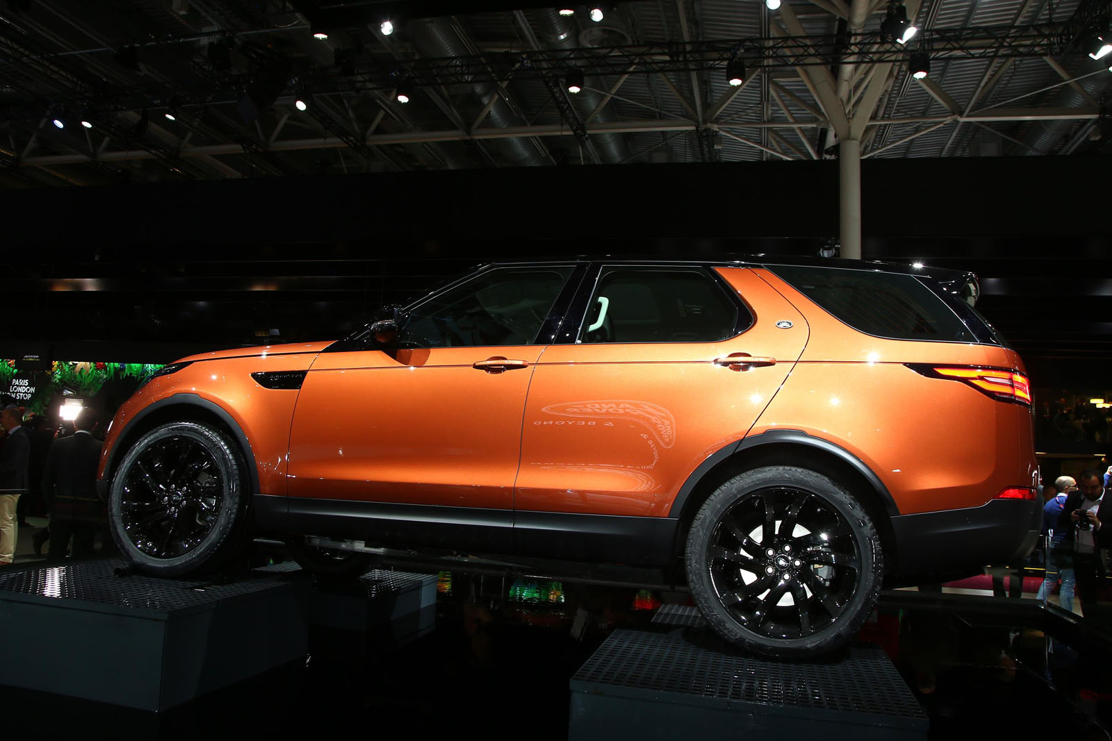 2018 discovery crawls into paris as land rover 39 s most important new product in years. Black Bedroom Furniture Sets. Home Design Ideas