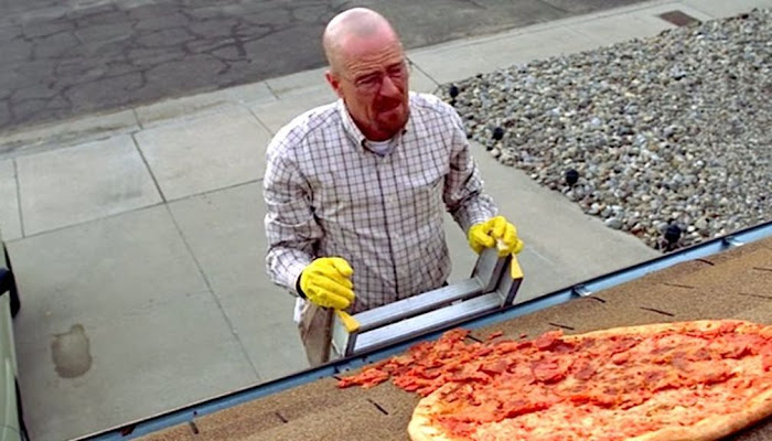 Hombre se defiende de asaltante lanzándole una pizza