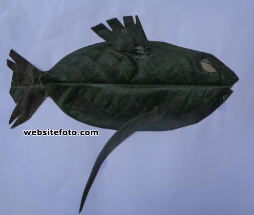 Mozaik Ikan dari Daun