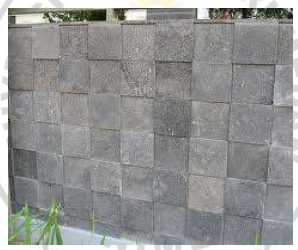 Gambar 4.9. adalah tembok yang dilapisi dengan potongan batu alam.