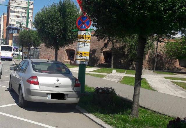 Atenție, nu staționați în locurile amenajate pentru staționarea autocarelor pentru turiști!