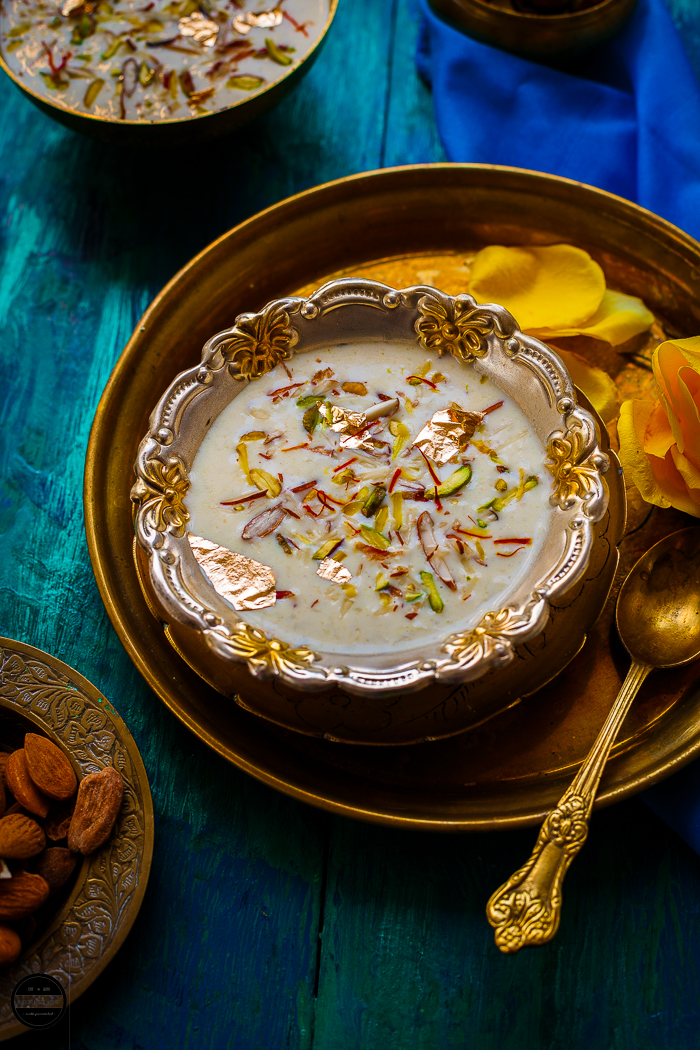 Dudhi Basundi, a delicious thickened and creamier dessert is perfect for any fast or served on any festive occasion. Stewed grated bottle gourd in ghee and milky goodness, the final results give you creamier spoonful dessert with the warmth of cardamom and saffron and crunch from the pistachio and almond mix.