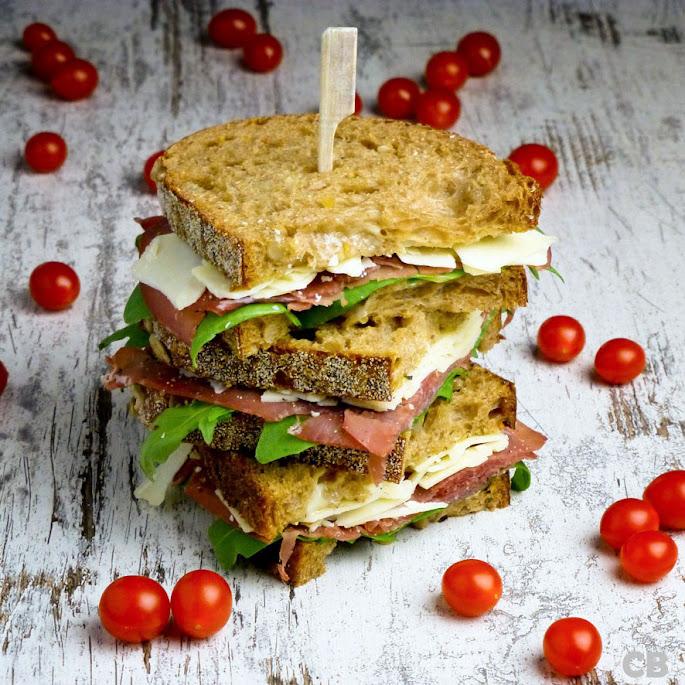 Recept Sandwich met bresaola, Parmezaanse kaas en citroenmayonaise