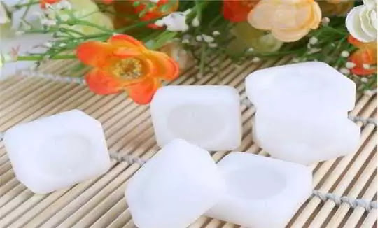 CAMPHOR Tackles Problems of Hair Loss And Dandruff, Learn How to Use