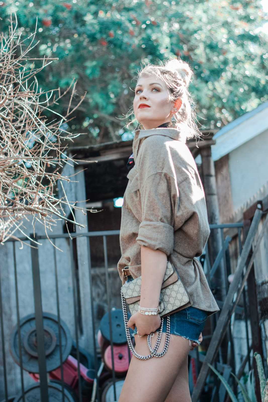 How to style oversized boyfriend shirt