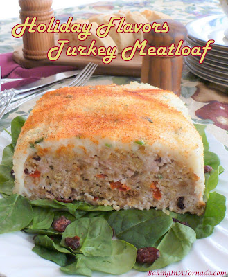 Holiday Flavors Turkey Meatloaf, all the flavors of the holiday season in a turkey meatloaf. | Recipe developed by www.BakingInATornado.com | #recipe #dinner