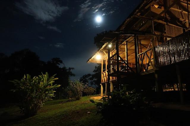 Anochecer en la selva de Puerto Maldonado