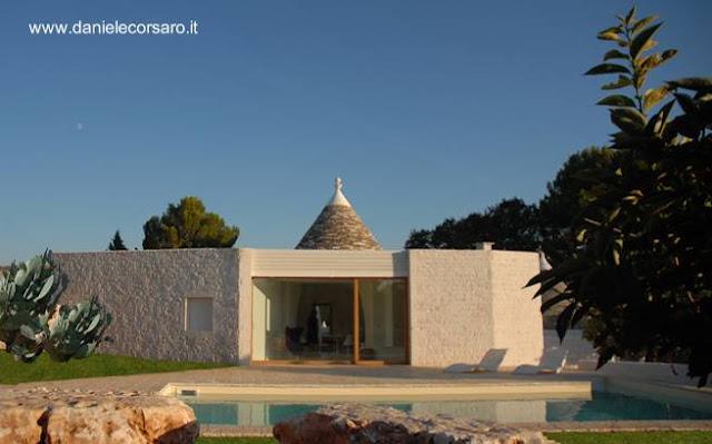 Residencia contemporánea de piedra combinada con una estructura tradicional en Italia