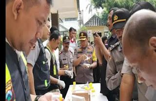 Kapolres Lumajang Laksanakan Tes Urine Serentak ke Anggota Secara Mendadak