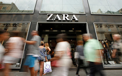 Exterior de una tienda de Zara, en BarcelonaAlbert GeaReuters