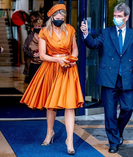 Queen Maxima wore a silk pleated dress by Mattijs van Bergen. Gold, orange pear-shaped mandarin the drop diamond citrine earrings