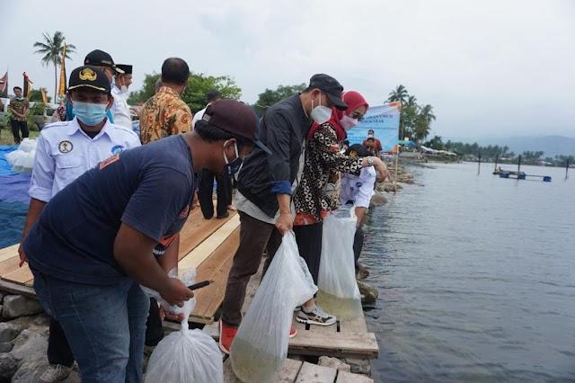 Cegah Kepunahan Ikan di Danau Singkarak, KKP Salurkan Bantuan