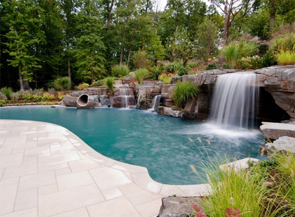 Desain Kolam Renang Unik dengan Hiasan Air Terjun