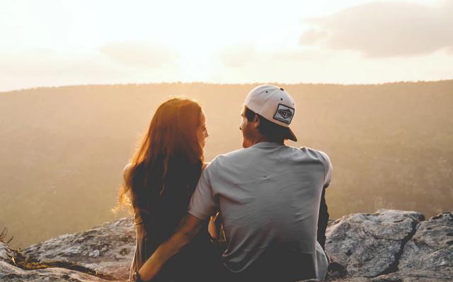 Zaljubljenosti u astrologiju i romantike