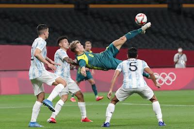 ملخص واهداف مباراة الارجنتين وأستراليا (0-2) في أولمبياد طوكيو