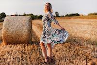 https://www.doganiammotyle.pl/2019/08/sukienka-zwiewna-jak-motyle.html#comment-form