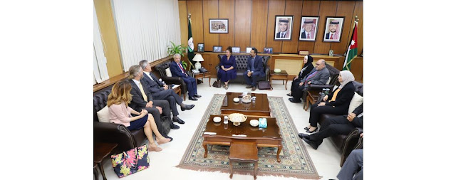 بحث تعزيز التعاون بين جامعة اليرموك والسفارة الأمريكية في عمّان