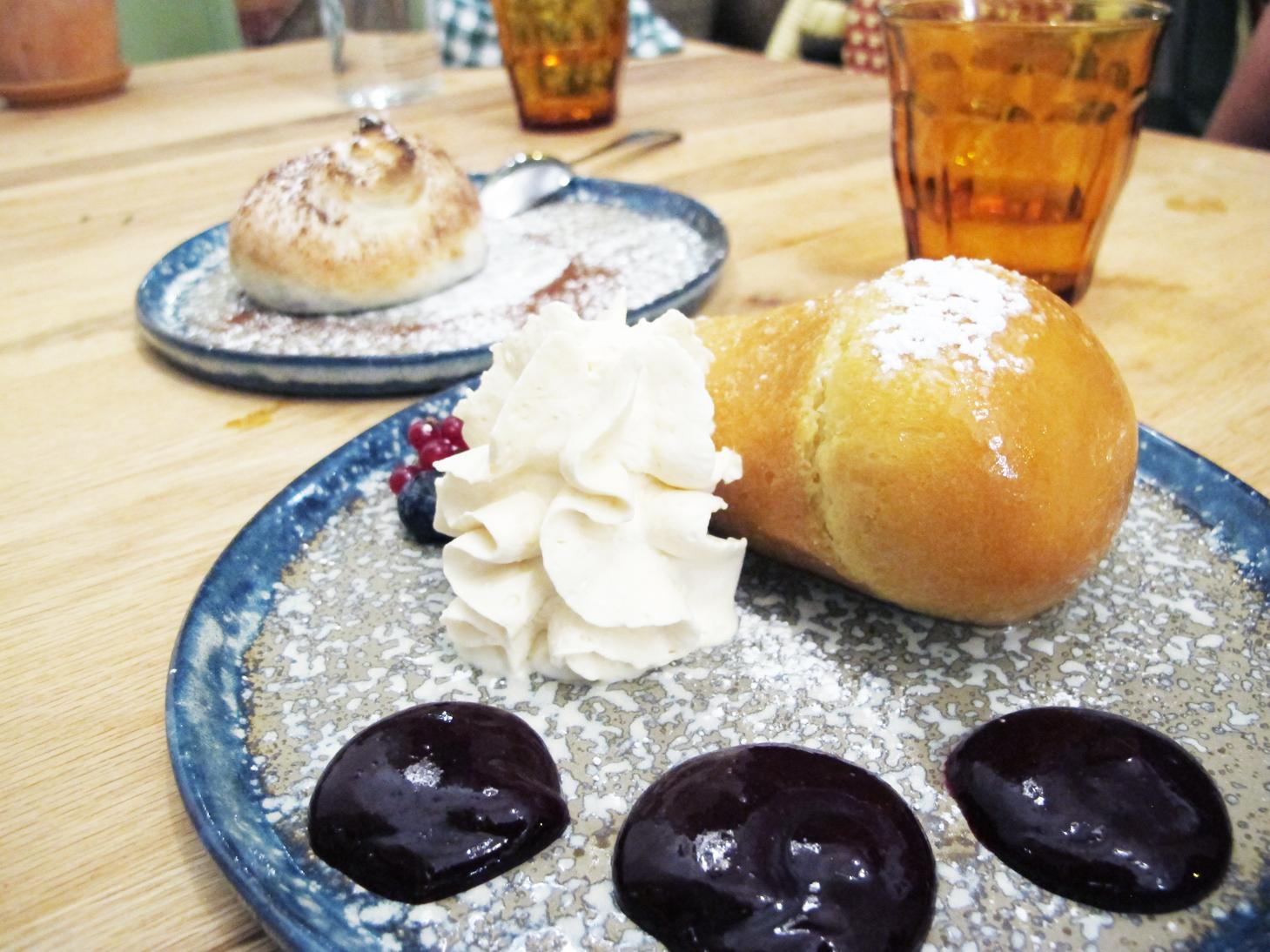 Babá al rum, un clásico de la pastelería napolitana para chuparse los dedos.