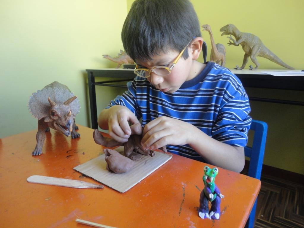 aprender-jugando-creatividad-habilidades-robot-hijos-aprender-ia-inteligencia-artificial-ensenar-robotica-educacion-educativarobotics--grupoeducativa-lego-duplo-arduino-ninos-ninas-adolescentes-jovenes-cursos-clases-talleres-arequipa-peru