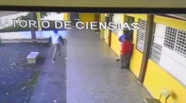 Estudiante lanza bomba lacrimógena a un centro educativo en SFM