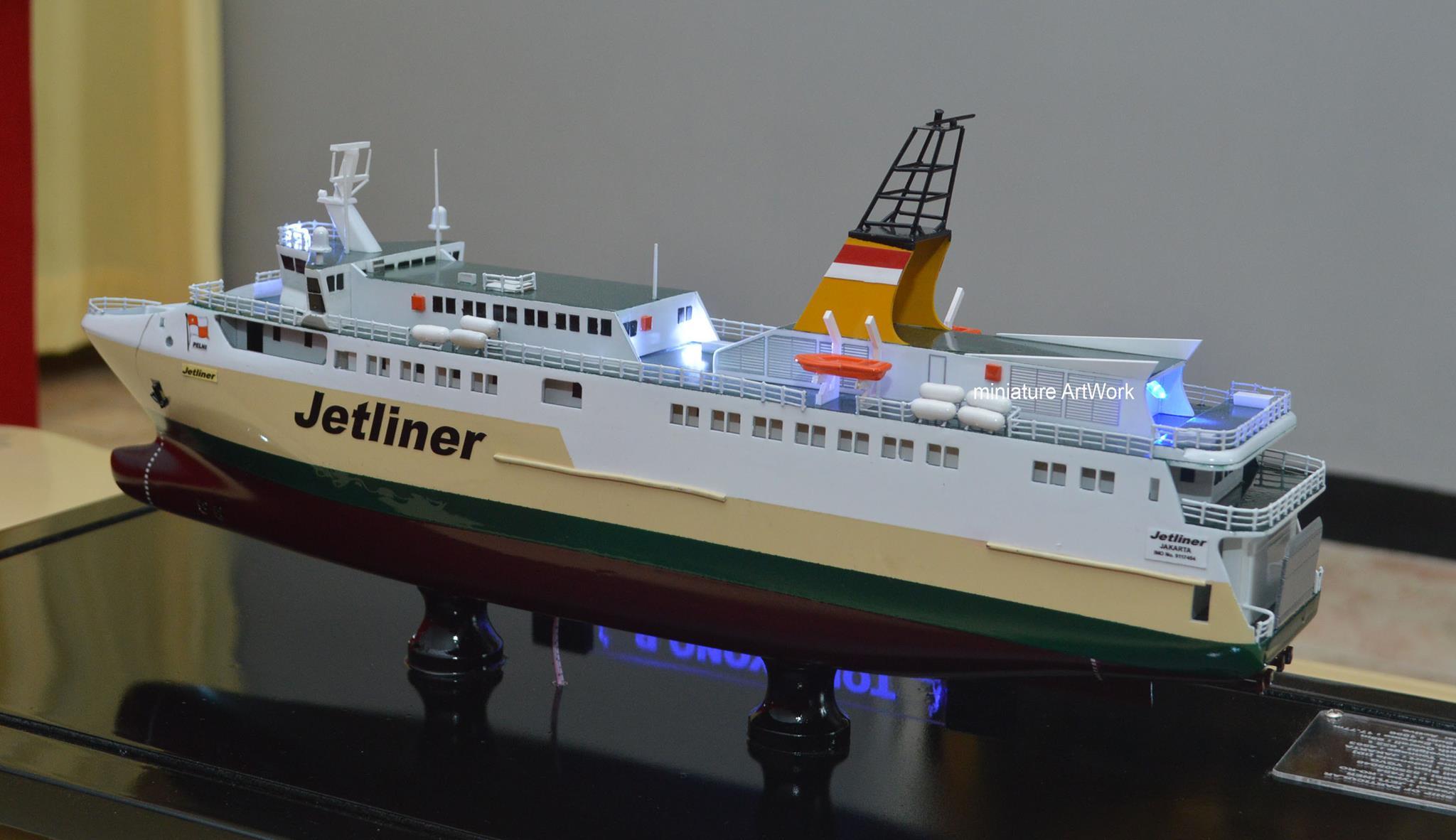 produsen pengrajin miniatur kapal kfc jetliner kapal ferry cepat milik pelni rumpun artwork planet kapal terpercaya harga murah