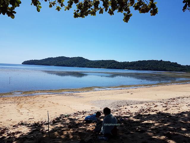 Bikin sandcastle di Pantai Paradise Likupang