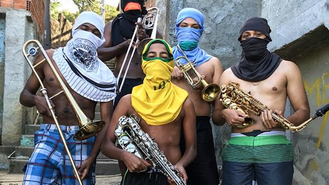 Exposição com fotos das comunidades cariocas termina nesta semana