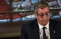 Selon des informations de BFM TV, le maire de Levallois-Perret, Patrick Balkany, a subi une agression dans sa ville. Deux suspects sont en garde à vue.