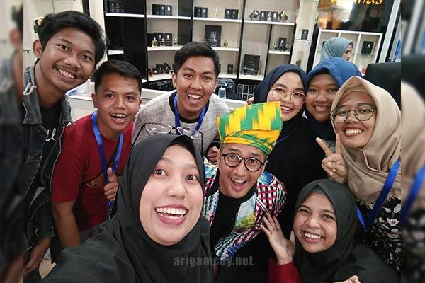 Blogger Pontianak di Grand Opening D'sanas Parfum Halal Pontianak
