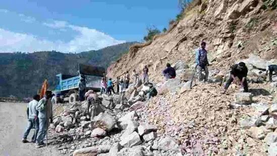 Uttarakhand News : सड़क चौड़ीकरण से देहरादून-मसूरी मार्ग पर बार-बार हो रहे भूस्खलन