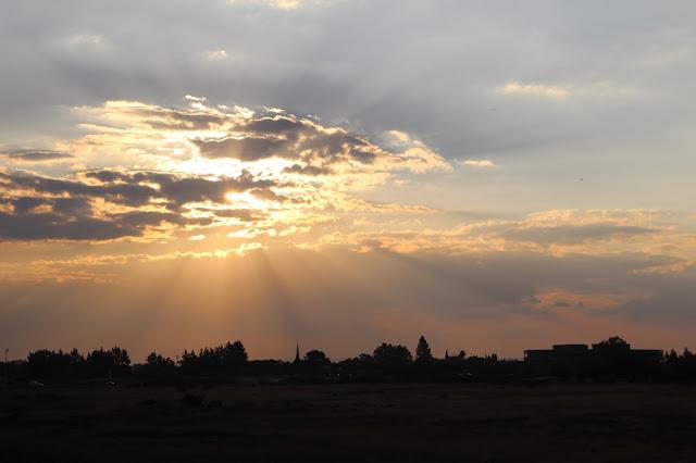 No_hay_mal_que_por_bien_no_venga / Every_cloud_has_a_silver_lining