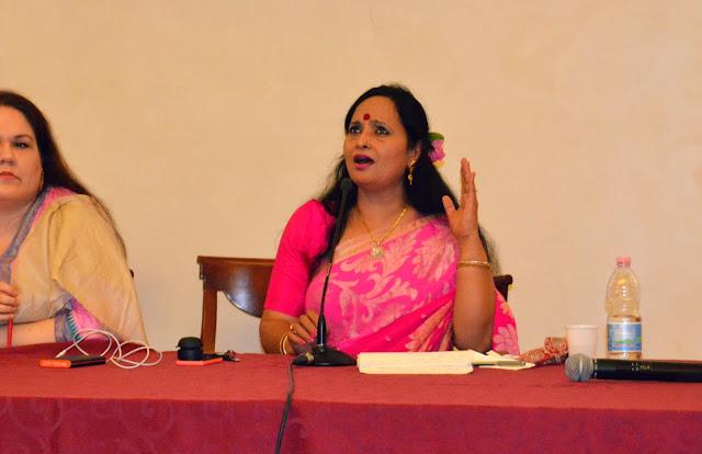 dimostrazione di canto indiano di Sunanda Sharma
