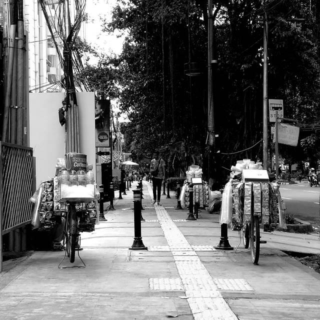STARLING = STARBUCKS KELILING : Pedagang Kopi Bersepeda Di Jakarta