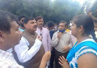 मंत्री डॉ यादव ने दुकान संचालक की पत्नी को 51000 रु. की तत्काल आर्थिक सहायता की
