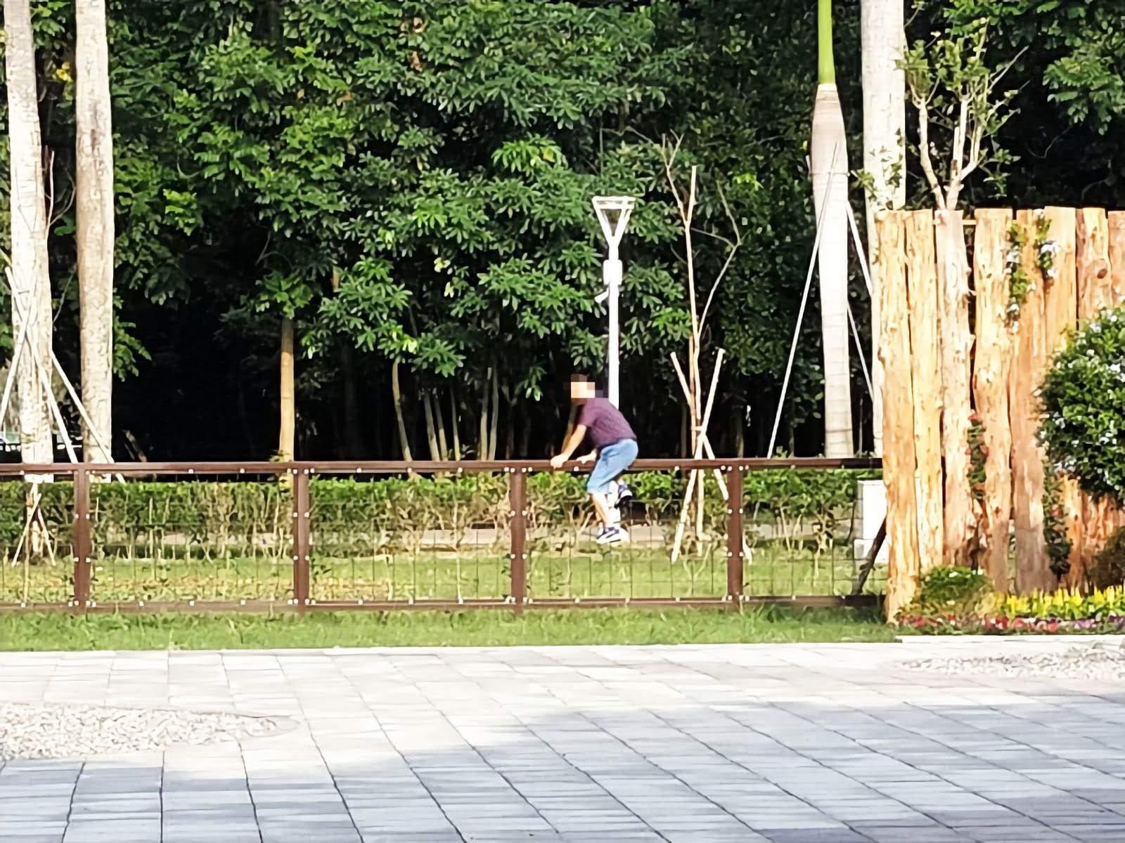 公德心已經變成不意外了?台南花園水道博物館開幕4天湧12萬人 爬護欄、坐燈柱亂象一籮筐