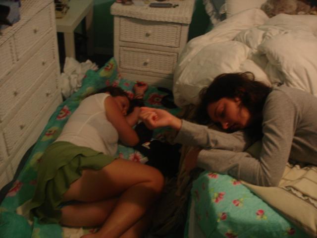 поки спала брат видео сестру та трахнув