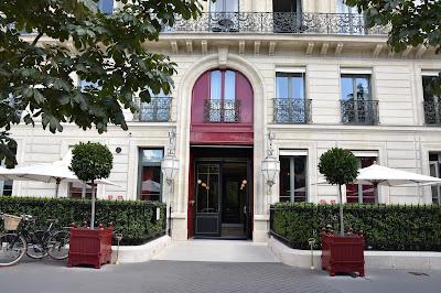 Façade hôtel la Réserve Paris (8 -ème), blog Délices à Paris.