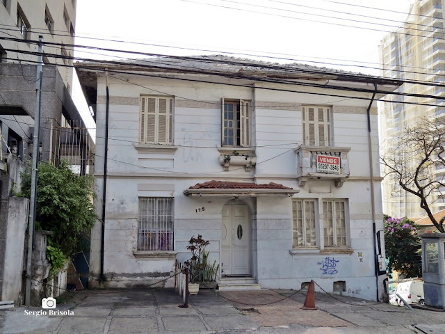 Vista ampla de Casa antiga na Rua Carlos Petit 175 - Vila Mariana - São Paulo