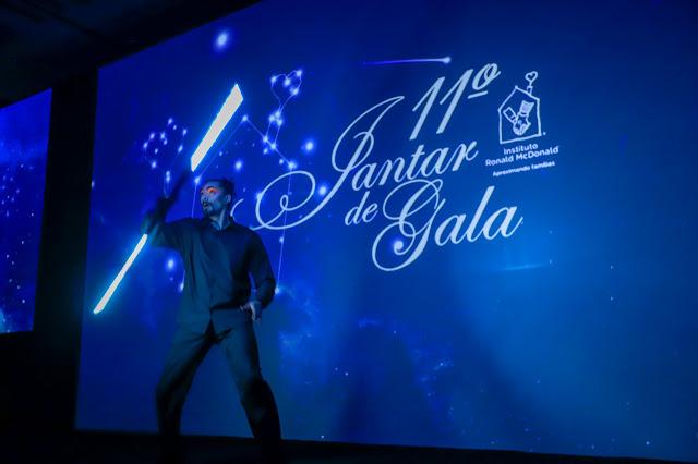 Apresentação de abertura com artistas de luzes para o evento de relacionamento 11 Jantar de Gala do Instituto Ronald Mc Donald´s, Grand Hyatt SP.