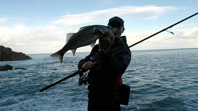 PORTADA - Spinning desde acantilado, escenario complicado de pesca