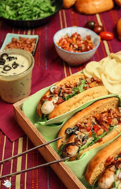 Hotdog mit italienischen Zutaten