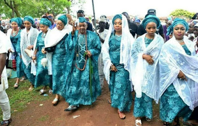 Alaafin of oyo and his wives make a public entrance