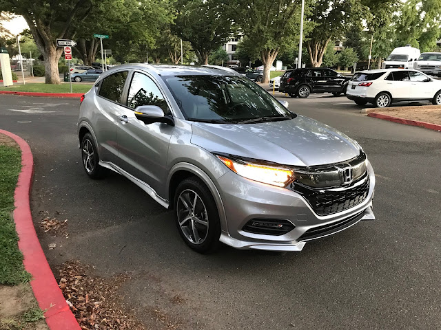Front 3/4 view of 2019 Honda HR-V AWD Touring