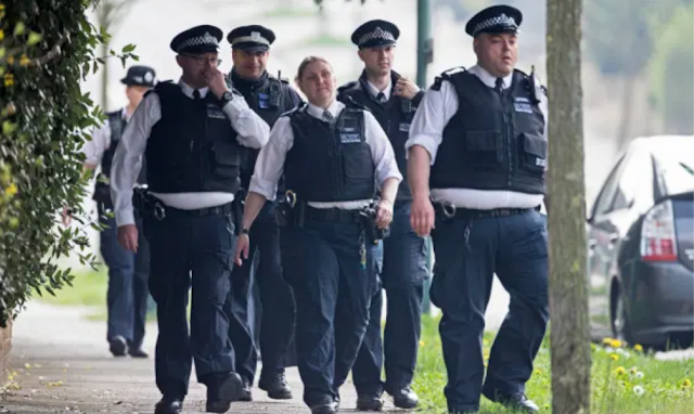 BRITAIN'S COPPERS STILL A BUNCH OF USELESS PORKERS