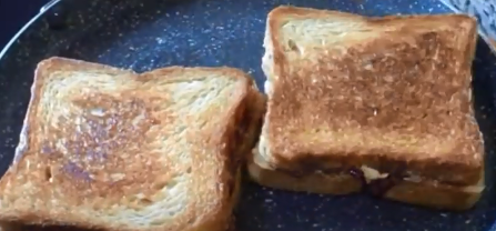 Best - Peanut butter and apricot jam sandwich - Cooksbeautiful