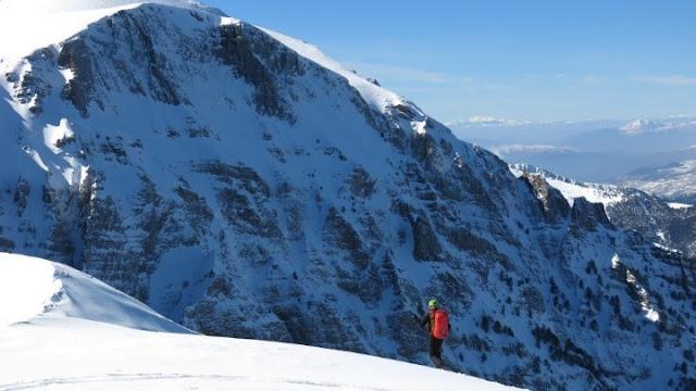 Επιχείρηση για τον εντοπισμό δύο ορειβατών που καταπλακώθηκαν από χιονοστιβάδα στον Όλυμπο